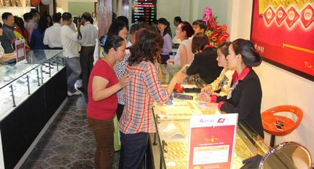 Giá vàng đi lên sau chuỗi ngày sụt giảm