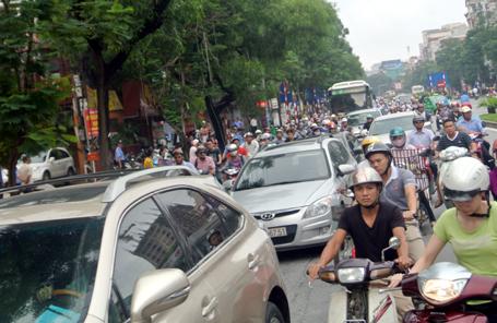 Hà Nội bất ngờ dỡ lệnh cấm triệt để ô tô qua đường Cầu Giấy