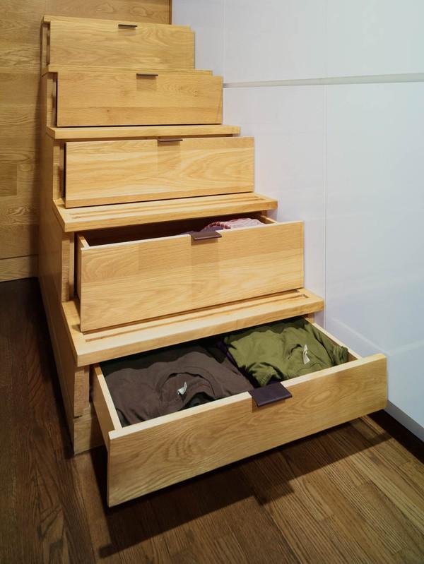 Những bậc thang sẽ được tận dụng làm ngăn chứa quần áo