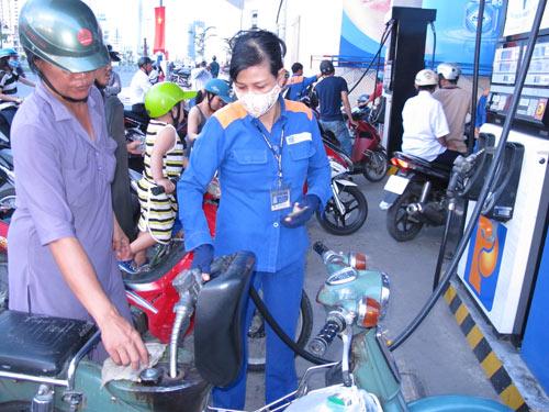 Nửa vời... cơ chế quản lý xăng dầu