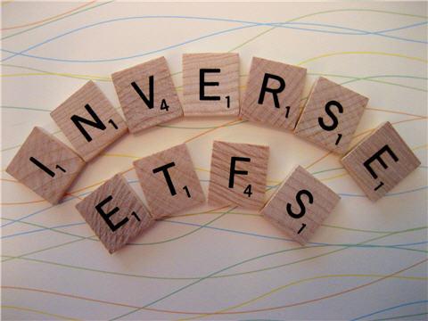 Tiền liên tục đổ mạnh, VN-Index giằng co trong ngày FTSE review danh mục