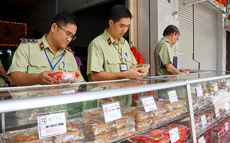 """63 cơ sở kinh doanh bánh trung thu """"chui"""""""