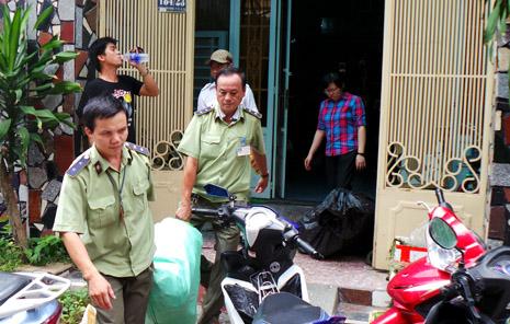 Một lô hàng với hàng trăm chiếc điện cao cấp nhập lậu từng bị lực lượng QLTT bắt giữ trước đó