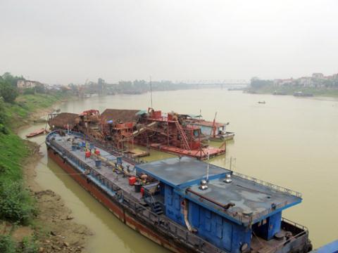 Tàu tiền tỷ bán như sắt vụn: Lại là hàng Trung Quốc!
