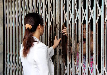 Công ty Cửu Hương chỉ mở cửa khi có người quen đến gọi