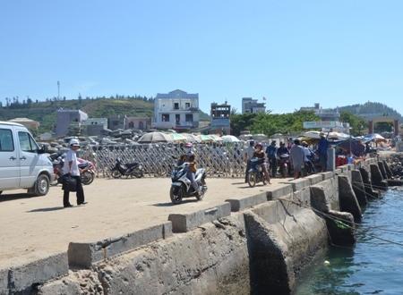 Tăng cường tàu cao tốc ra đảo Lý Sơn