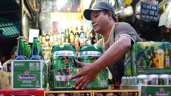 """Tăng thuế tiêu thụ đặc biệt thuốc lá, rượu, bia: """"Không vì buôn lậu mà chùn tay"""""""