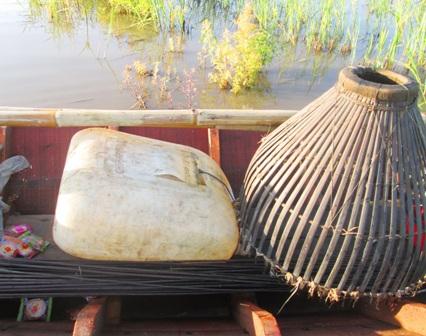 Đây là cái nơm dùng để bắt cá khi đẩy côn