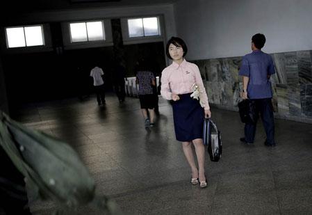 Giày, xăng-đan cao gót đủ loại ở Bình Nhưỡng.