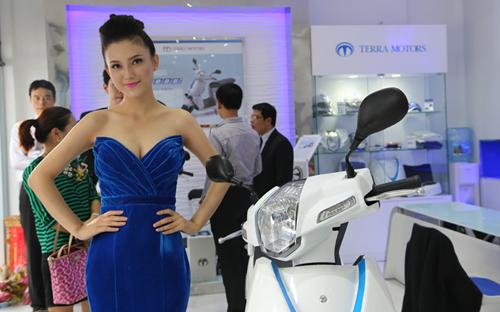Xe máy điện chính hãng giá gần 90 triệu đồng tại Việt Nam 2