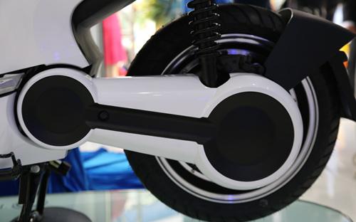 Xe máy điện chính hãng giá gần 90 triệu đồng tại Việt Nam 8