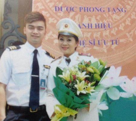 Hương Dung và cậu con trai Hà Duy từng là diễn viên nay đã là phi công