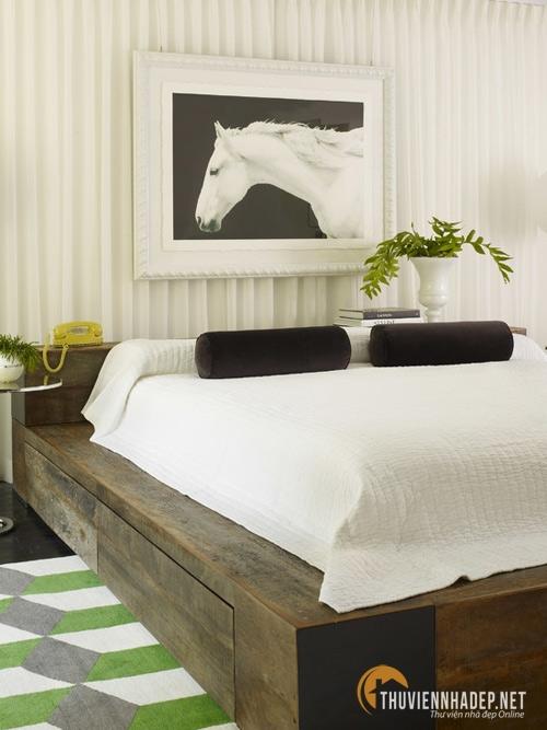 Kiểu giường ngủ kết hợp tủ đựng đồ hoặc giường bệt sẽ làm trì trệ sự lưu thông của dòng chảy năng lương nên không được khuyến khích sử dụng.