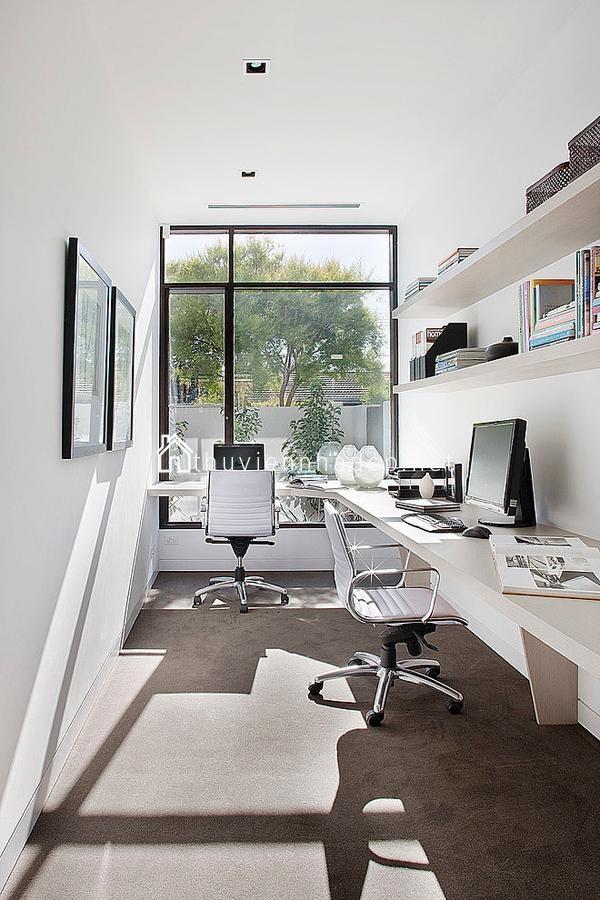Phòng làm việc cũng luôn ngập tràn ánh sáng.