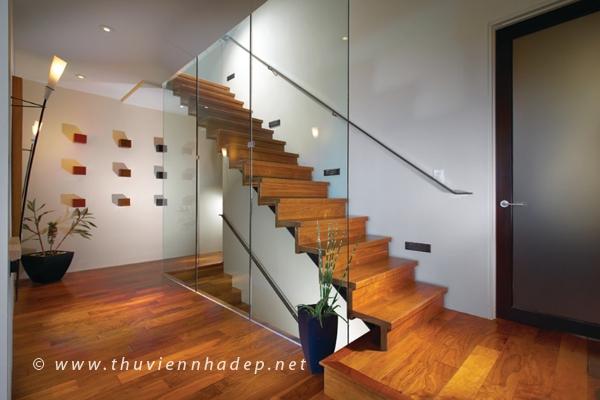 Cầu thang kính hiện đại