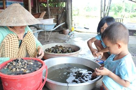 Bắt, lể OBV tạo nhiều việc làm cho lao động trong lúc nông nhàn