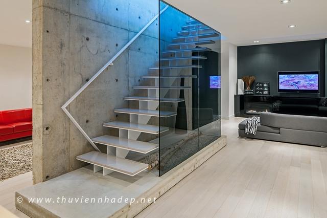 10 Mẫu cầu thang kính đẹp cho không gian hiện đại