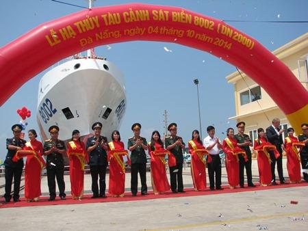 Lễ cắt băng hạ thủy tàu