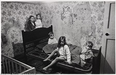 Sốc với cảnh sống trong những khu ổ chuột ở Anh nửa thế kỷ trước