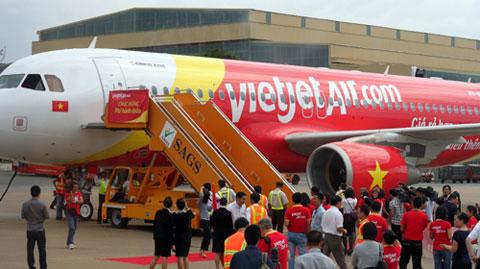 Vietjet hủy chuyến bay vì chim trời va vào động cơ máy bay