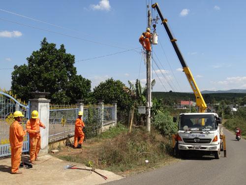 Thủ tướng yêu cầu EVN báo cáo năng suất lao động ngành điện