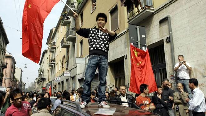 """Trung Quốc trên đường """"mua sạch"""" nước Ý đang kiệt quệ"""