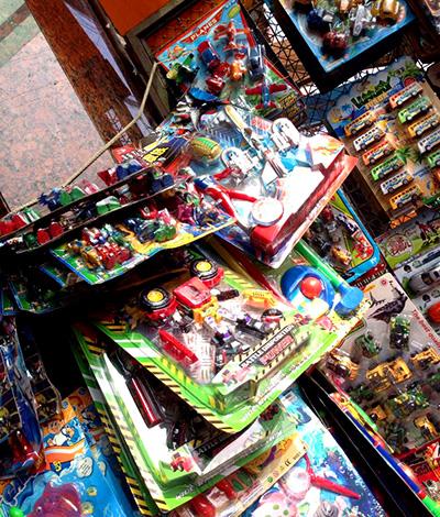 Giá cả các mặt hàng đồ chơi Trung Quốc siêu rẻ