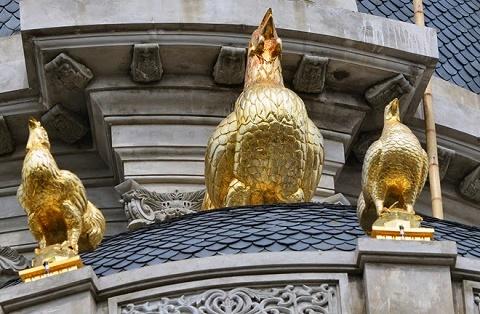 Gà vàng là nét đặc sắc trên tòa lâu đài của ông Thanh