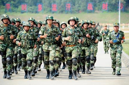 Trung Quốc tính điều động 100.000 binh sỹ tới Tân Cương