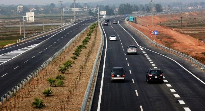 Phó Thủ tướng yêu cầu công khai nguyên nhân nứt mặt đường cao tốc Nội Bài – Lào Cai