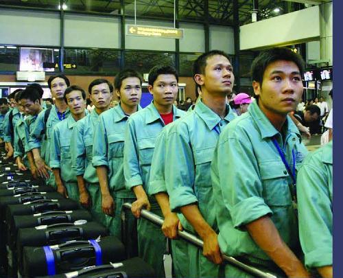 """Thái Lan thiếu 70.000 lao động, """"cánh cửa rộng"""