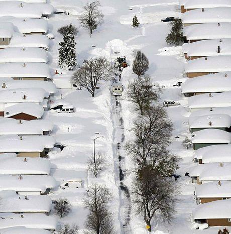 Bão tuyết dữ dội tấn công nước Mỹ, 7 người chết