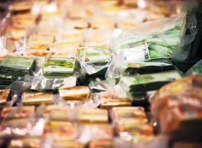 Nhức nhối nạn buôn lậu tiền qua biên giới