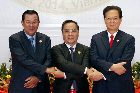 Thủ tướng tham dự Hội nghị Cấp cao Khu vực Tam giác Phát triển