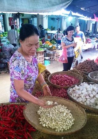 Củ nén được bán tại chợ đầu mối Hòa Cường