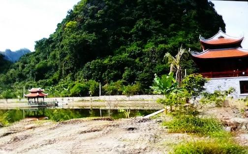 Khuôn viên, cảnh quan hệ thống xây dựng không xin phép chính quyền địa phương.