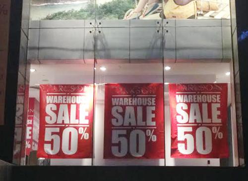 'Sale off 50%': Khách ngắm cho vui, ế vẫn hoàn ế