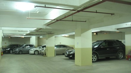 Nhiều người dân bỏ tiền tỷ để mua chỗ để xe nhưng không có sổ đỏ để đảm bảo tài sản.