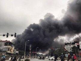 Hà Nội: Đang xảy ra cháy lớn tại khu vực chợ Nhật Tân