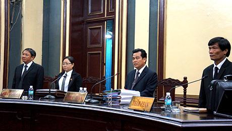 Trong buổi sáng HĐXX chủ yếu thẩm vấn Huyền Như và đại diện các ngân hàng
