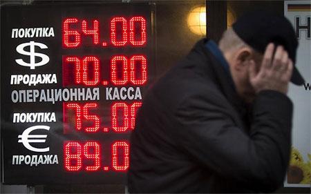 """Nga tung một loạt biện pháp mới để """"hãm phanh"""" đồng Rúp"""