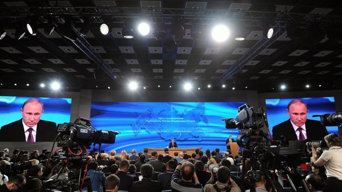 Bên trong cuộc họp báo tại Mátxcơva.