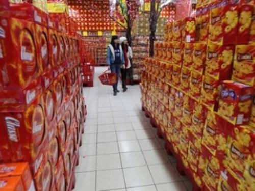 Thị trường Tết Ất Mùi 2015: Bánh kẹo Việt nhiều nhưng vẫn lép vế