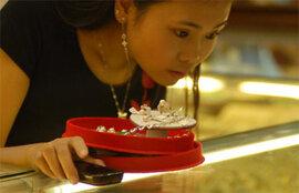 Giá vàng SJC lại cao hơn thế giới 4,4 triệu đồng/lượng