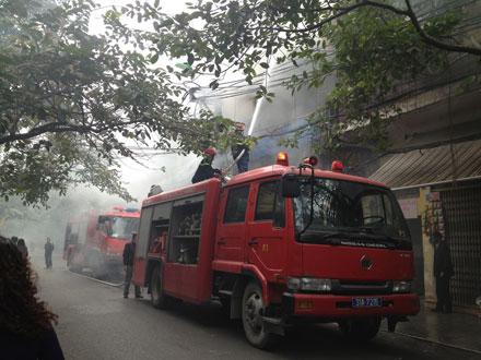 Đang cháy lớn trong phố cổ Hà Nội