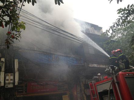 Cháy lớn trong phố cổ Hà Nội
