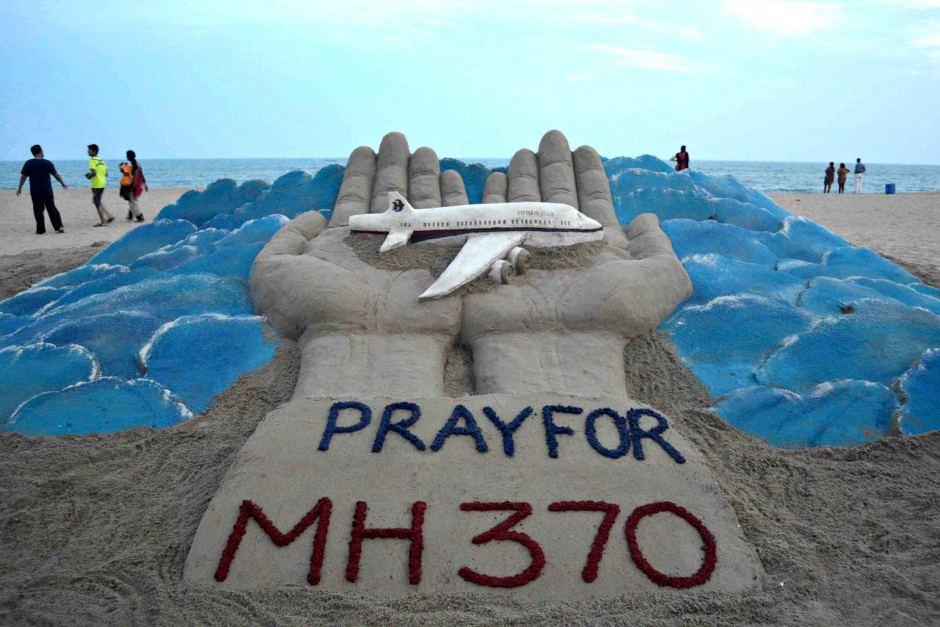 """Máy bay AirAsia mất tích, hàng không Malaysia hứng """"tam tai"""""""