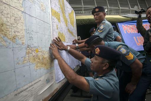 Máy bay AirAsia có thể đang nằm dưới biển, người dân nghe thấy tiếng nổ