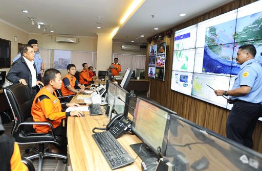 Phát hiện dầu tràn tại khu vực tìm kiếm máy bay AirAsia