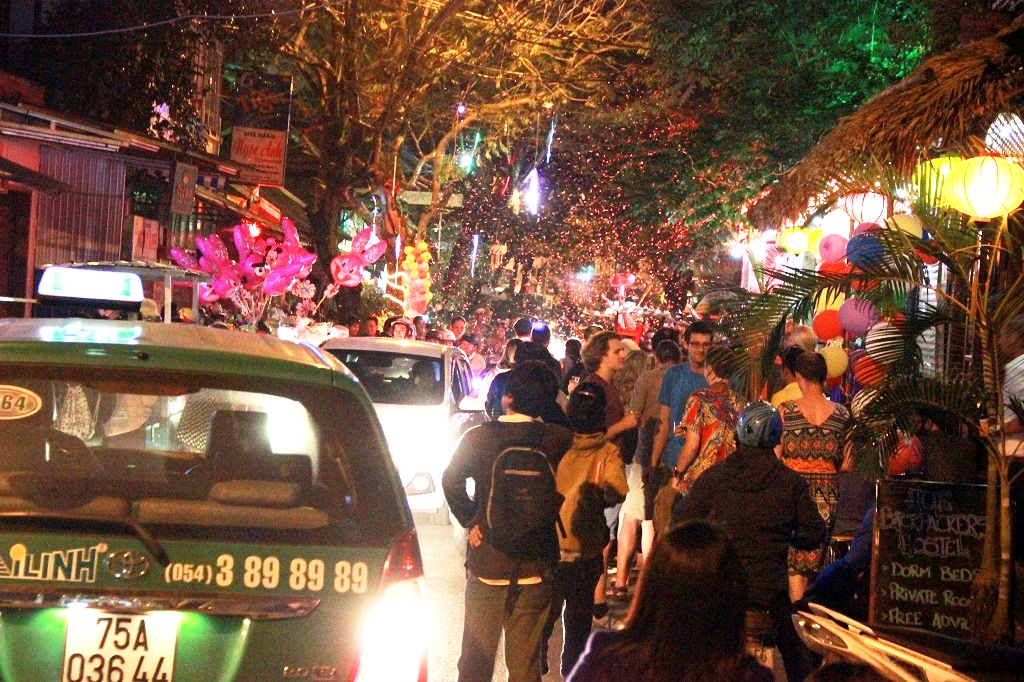 Tràn ngập màu sắc ở phố Tây Huế - đường Phạm Ngũ Lão